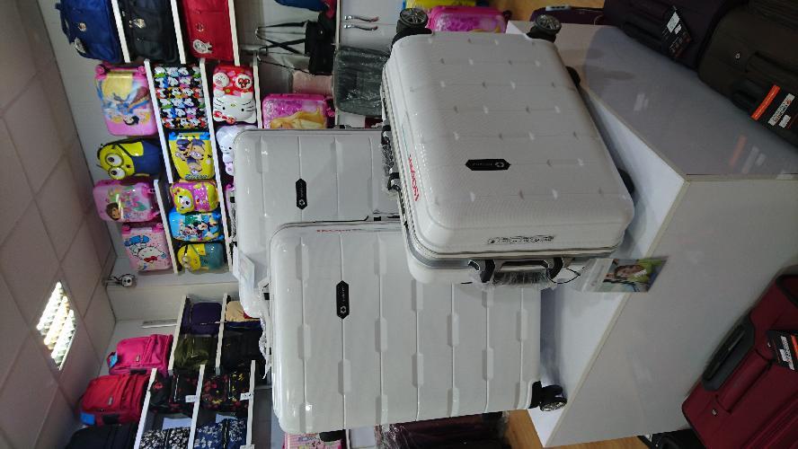 انواع کیف ها  / چمدانها در جلفا